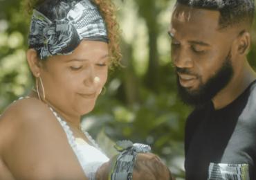 """Loïc Bouvon nous présente """"Niya"""" aux côtés de Koulèr Gospel"""